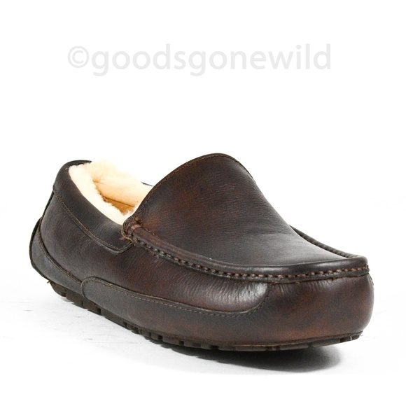 6c55cf684afc UGG Men s ASCOT Leather Slippers